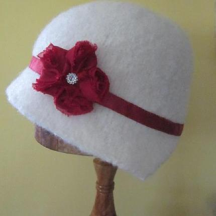 1920's Cloche Style White Vintage Pure Wool  Hat